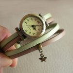 Montre bracelet personnalisable double tour en cuir avec pendentif