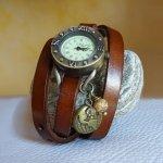 Montre bracelet cuir breloques Terre et perles